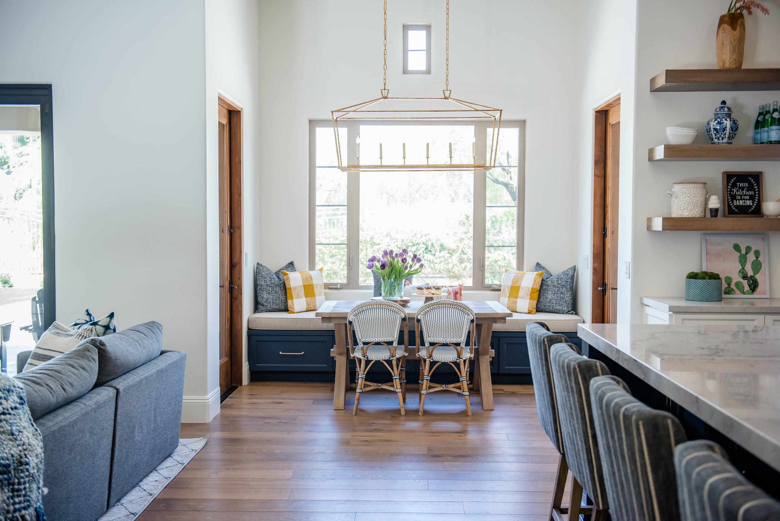 17+windowseat+pillows+kitchen+greatroom+openshelves.jpg