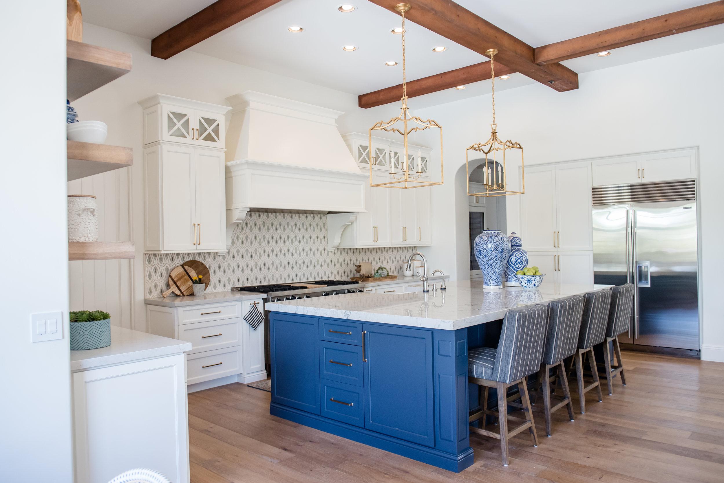 20+kitchen+hood+navyblueisland+backsplashtile+openshelves+pendants+brasslighting.jpg