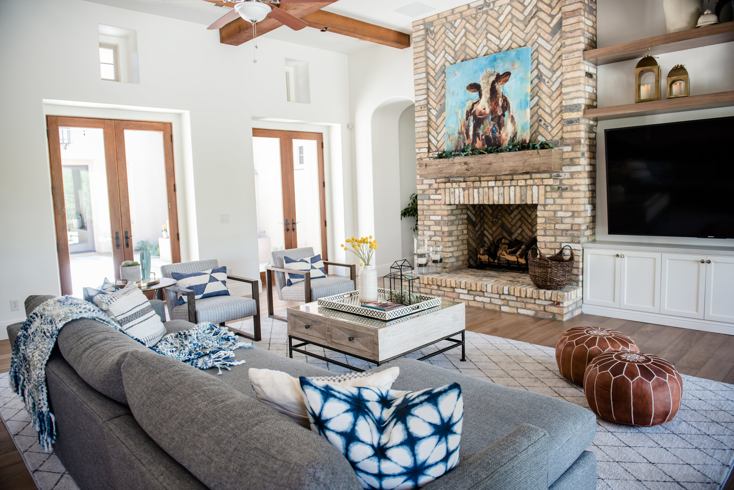 31+fireplace+brick+accessories+builtins+familyroom+rug.jpg