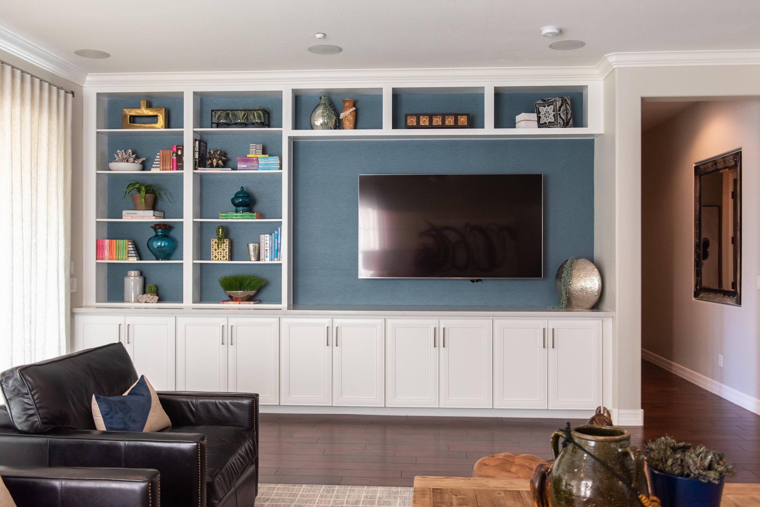 Family room +built-ins +mediawall +grasscloth +wallpaper +vase +books.jpg