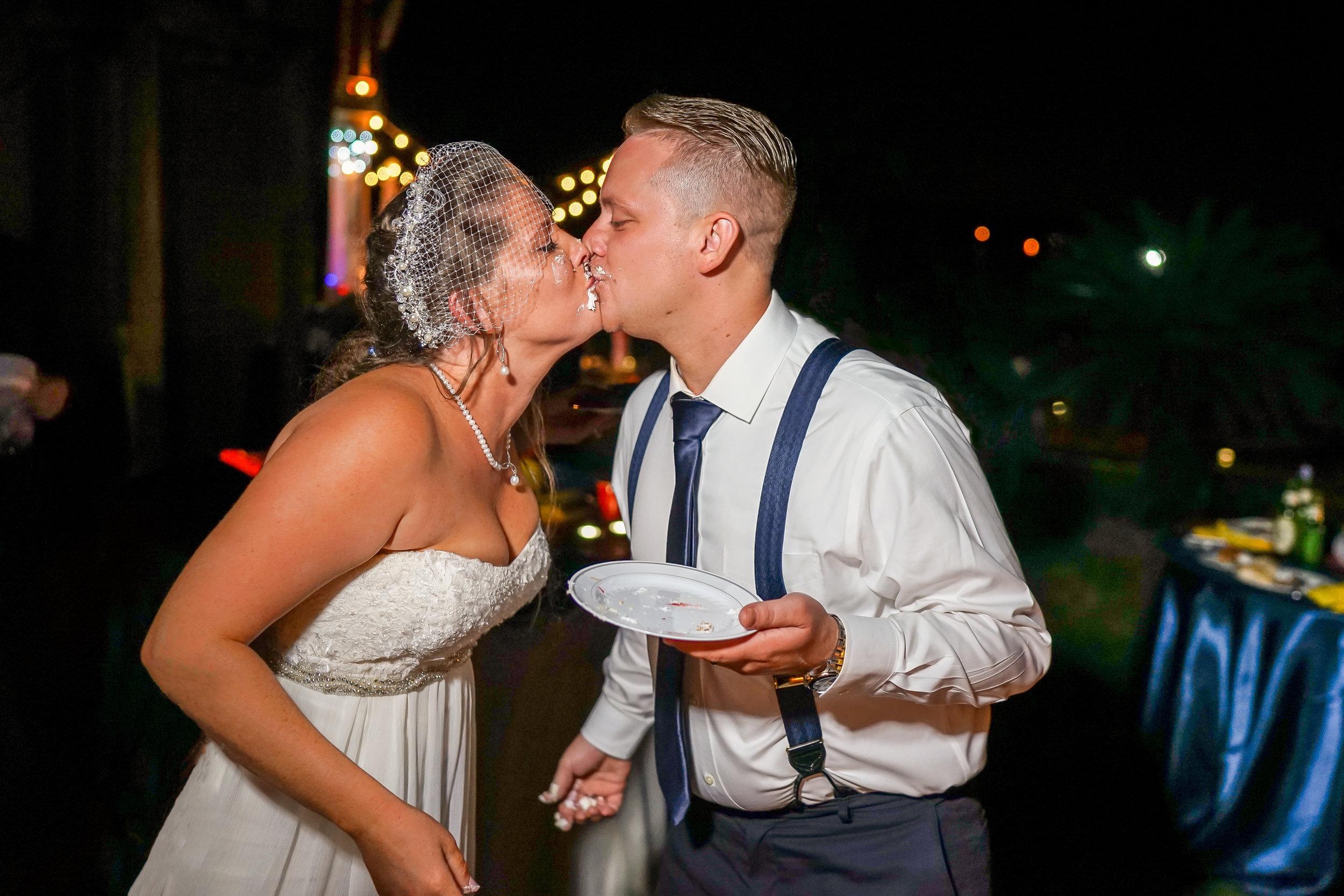 kissing-bride-groom-wedding-cake.jpg