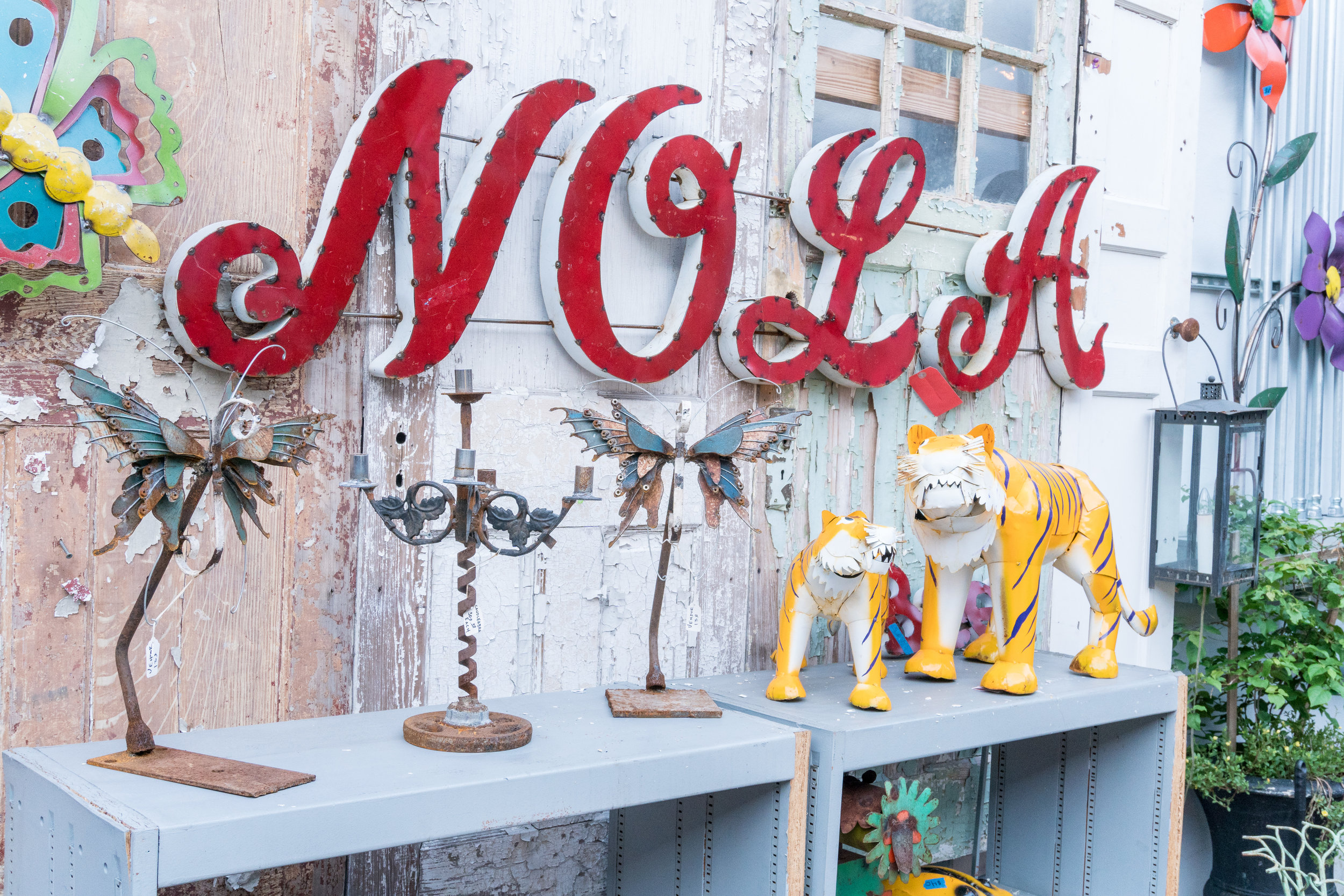 detail wedding image of red nola decorations ideas