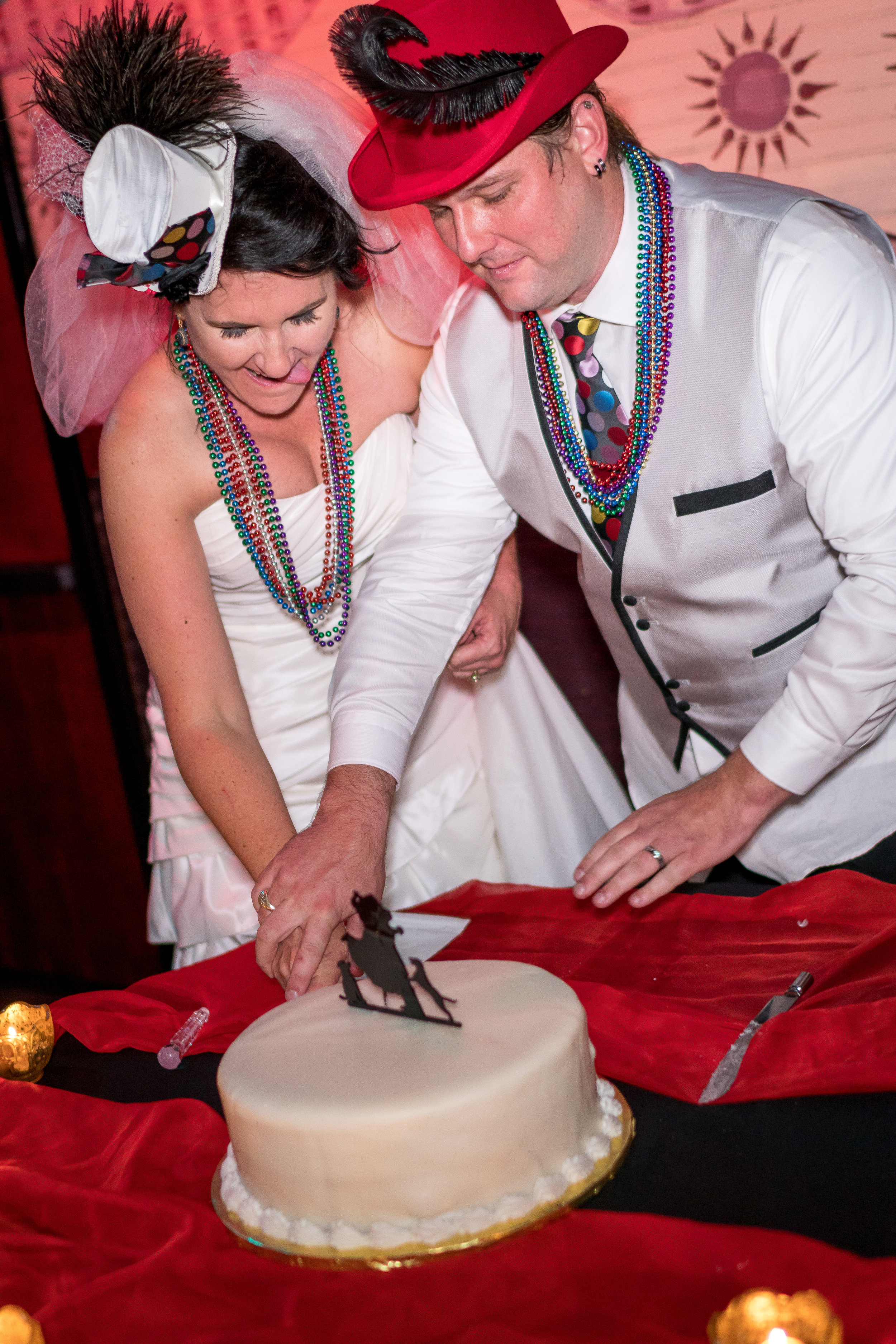image of bride and groom cutting wedding cake by pensacola photographer adam cotton