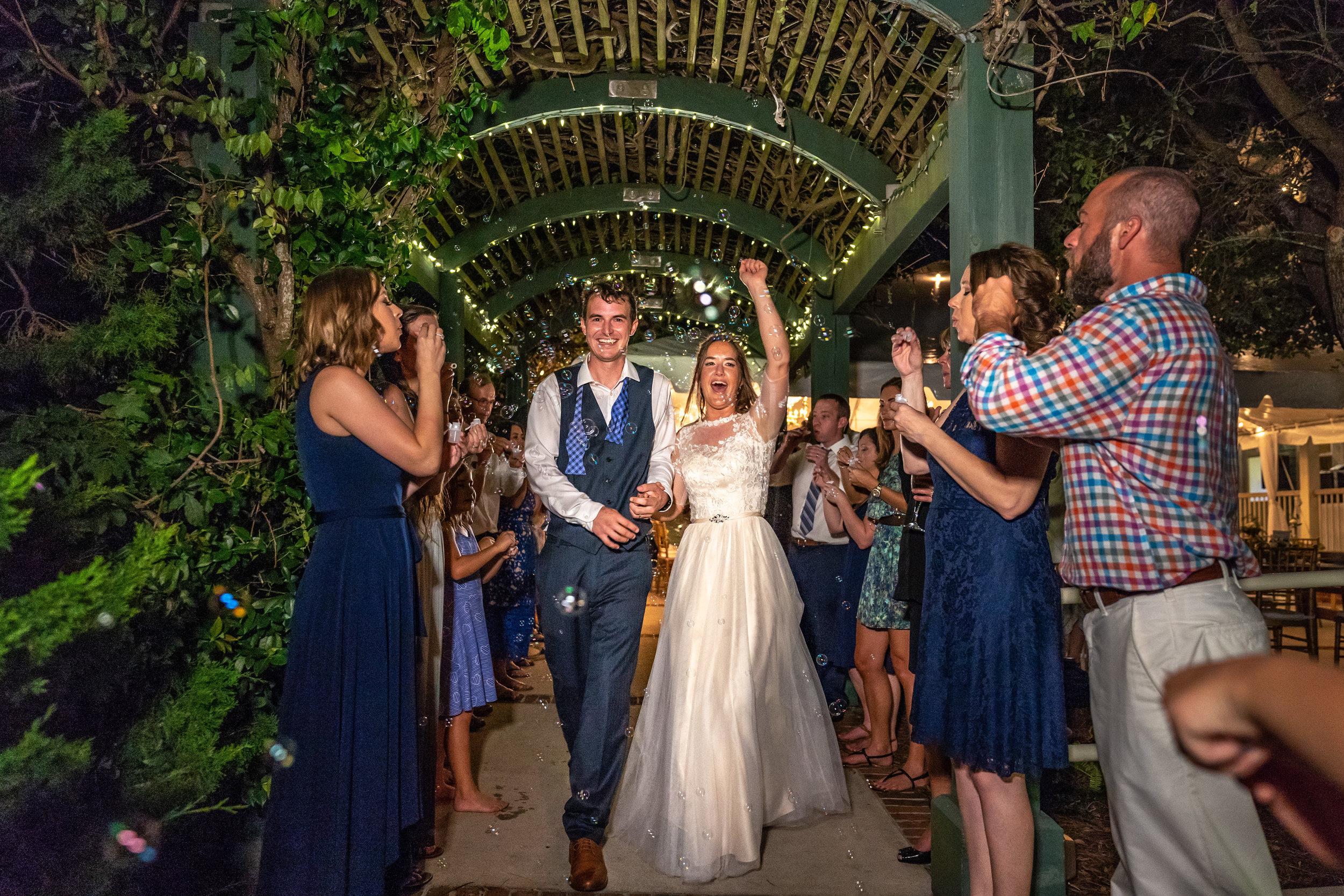 bubble-exit-wedding-ideas.jpg