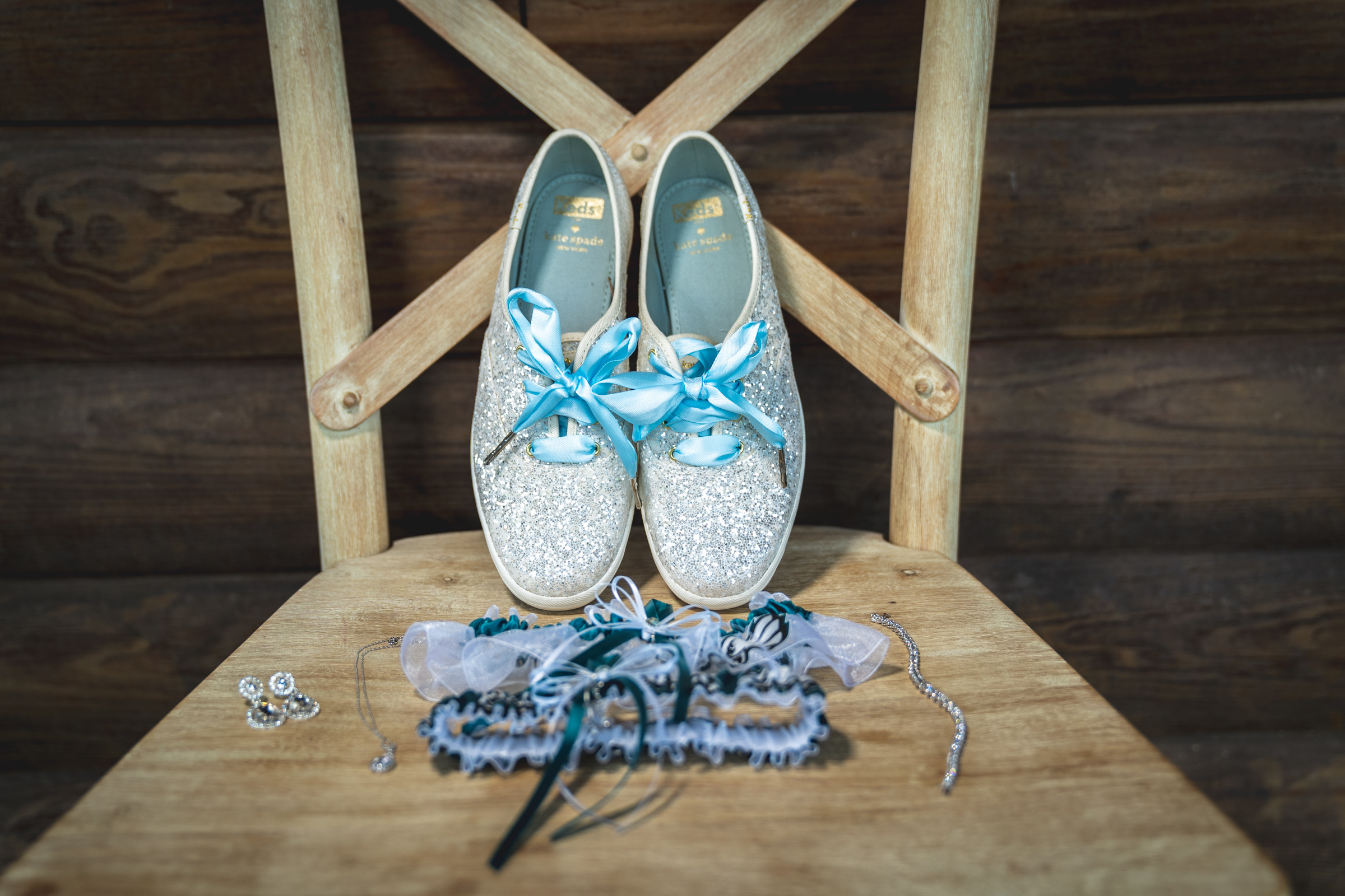 shoes-garter-details-wedding-ideas.jpg