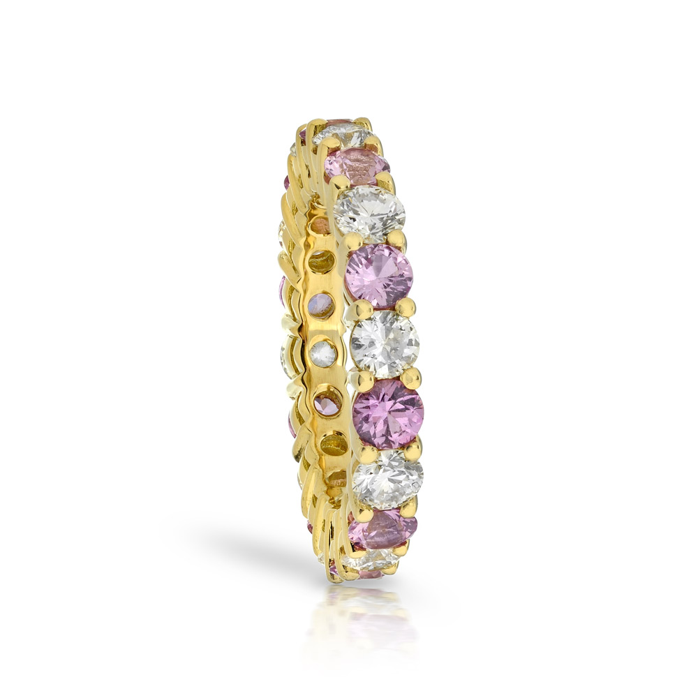 COLORLESS DIAMOND & PINK SAPPHIRE SHARED PRONG ETERNITY BAND, CRAFTED IN 18K YELLOW GOLD, 3.50 CTW