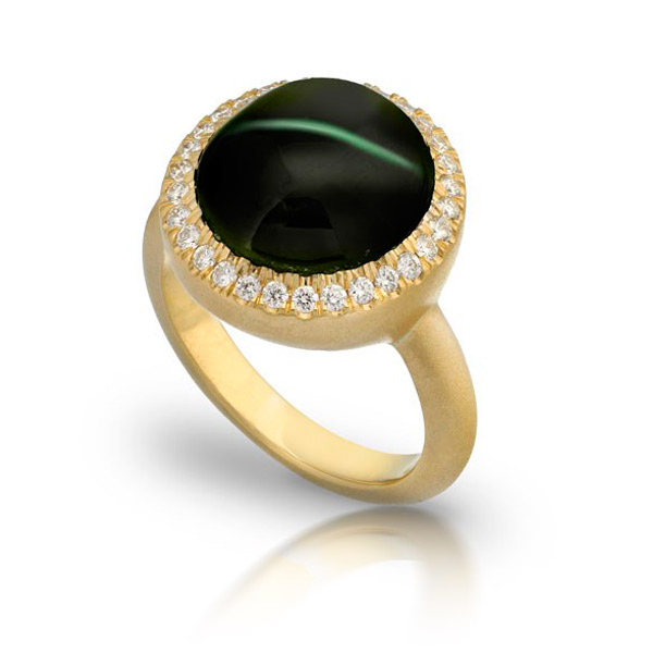 CAT'S EYE CHROME DIOPSIDE STAR RING WITH NEAR COLORLESS DIAMONDS CRAFTED IN 18K YELLOW GOLD BRUSHED FINISH, 9.42 CTW