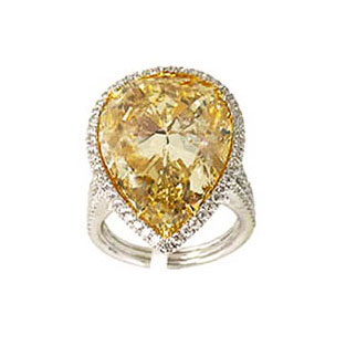 FANCY BROWNISH YELLOW PEAR SHAPE DIAMOND WITH COLORLESS DIAMOND PAVE, CRAFTED IN 18K YELLOW GOLD AND PLATINUM, 18.67 CTW, FRONT VIEW