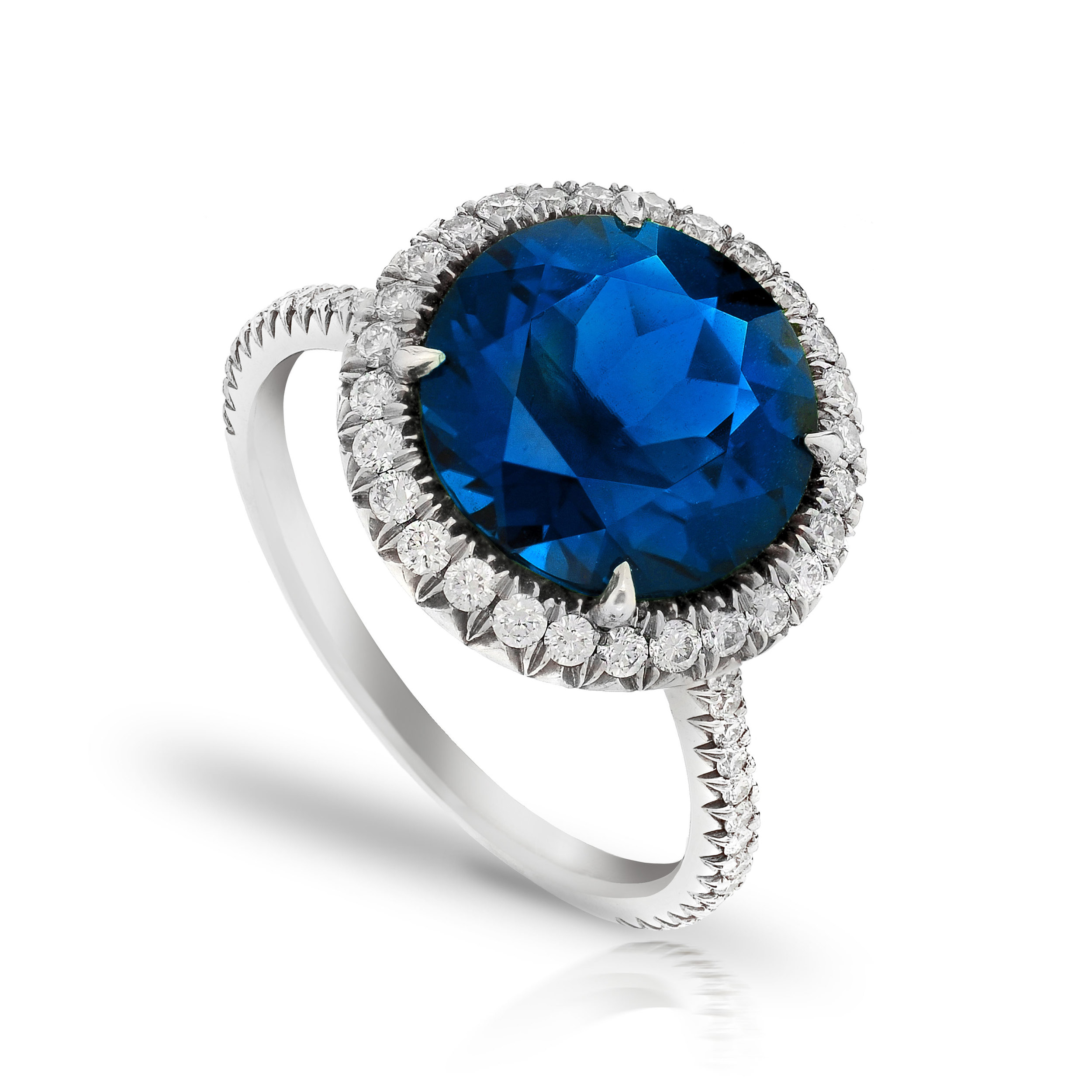 NATURAL SAPPHIRE ROUND CUT IN A RING WITH ANTIQUE CUT DOWN COLORLESS DIAMOND PAVE CRAFTED IN PLATINUM, 5.75 CTW