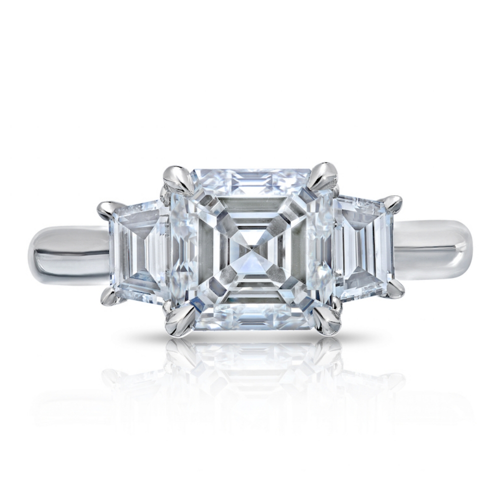 ASSCHER CUT CENTER DIAMOND WITH TRAPEZOID SIDE DIAMONDS CRAFTED IN PLATINUM, 3.03 CTW