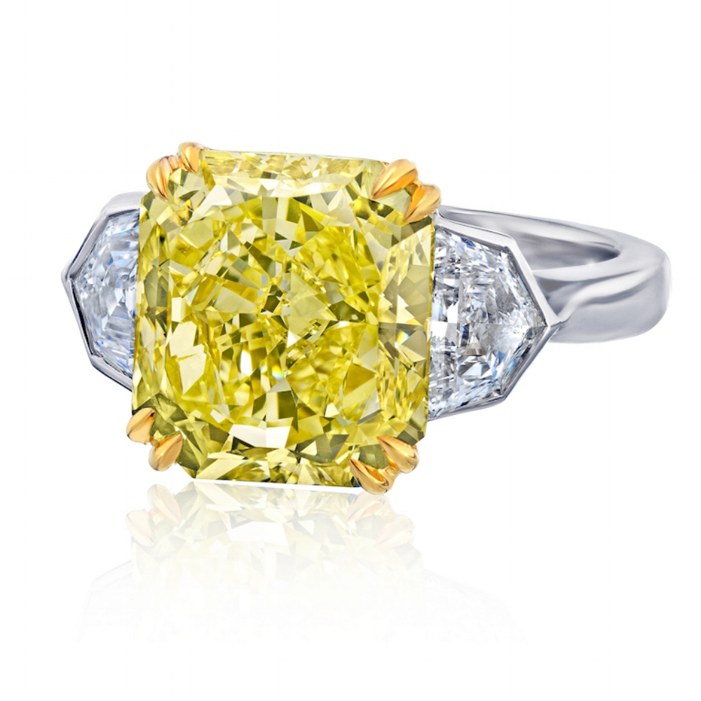 FANCY YELLOW RADIANT CUT DIAMOND WITH TRAPEZOID DIAMOND SIDES CRAFTED IN 18K YELLOW GOLD & PLATINUM, 6.08 CTW
