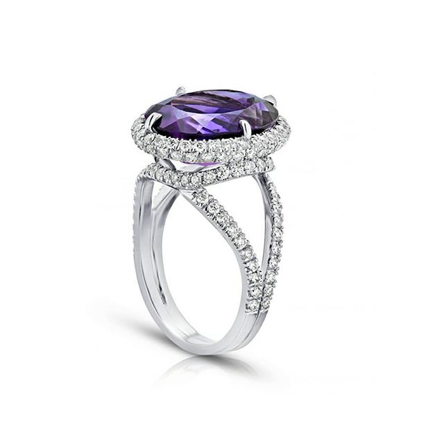 Be unexpected with the details. 💜 Swipe 👈 to see which red carpet beauty wore unexpected #ultraviolet details. #srwnyc #leoncohen #makeitexquisite #theartofengagement #pantone2018 . . . #diamonds #finejewelry #highjewelry #purpleamethyst  #customdesign #gemsourcing  #showyourcouture #couturedailydose #jotd #jewelsofinstagram #jewelrylovers #jewelryaddicts  #futureheirlooms #eyecandy #showmeyourrings #ringselfies #ringbling #purple #beplatinum #collaboration  @cecinewyork @platinum_jewelry #fbf