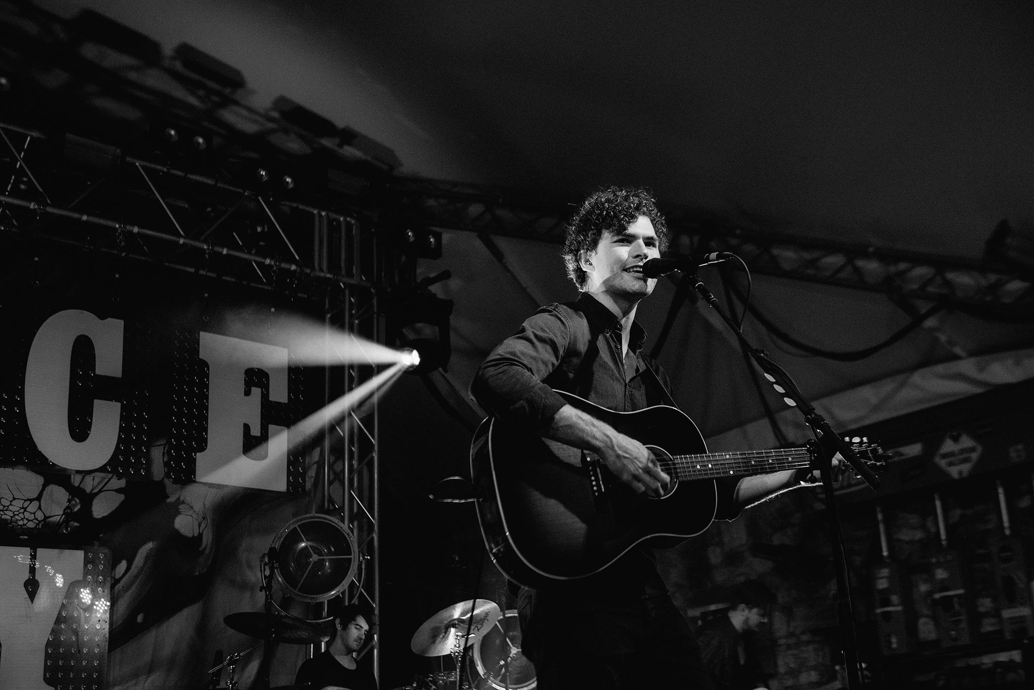 vance-joy-stubbs-austin-concert-photographer-6.jpg