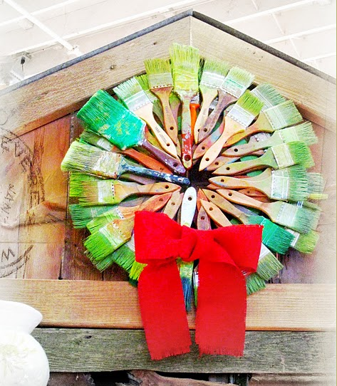 anthrochristmas paint brush wreath.png