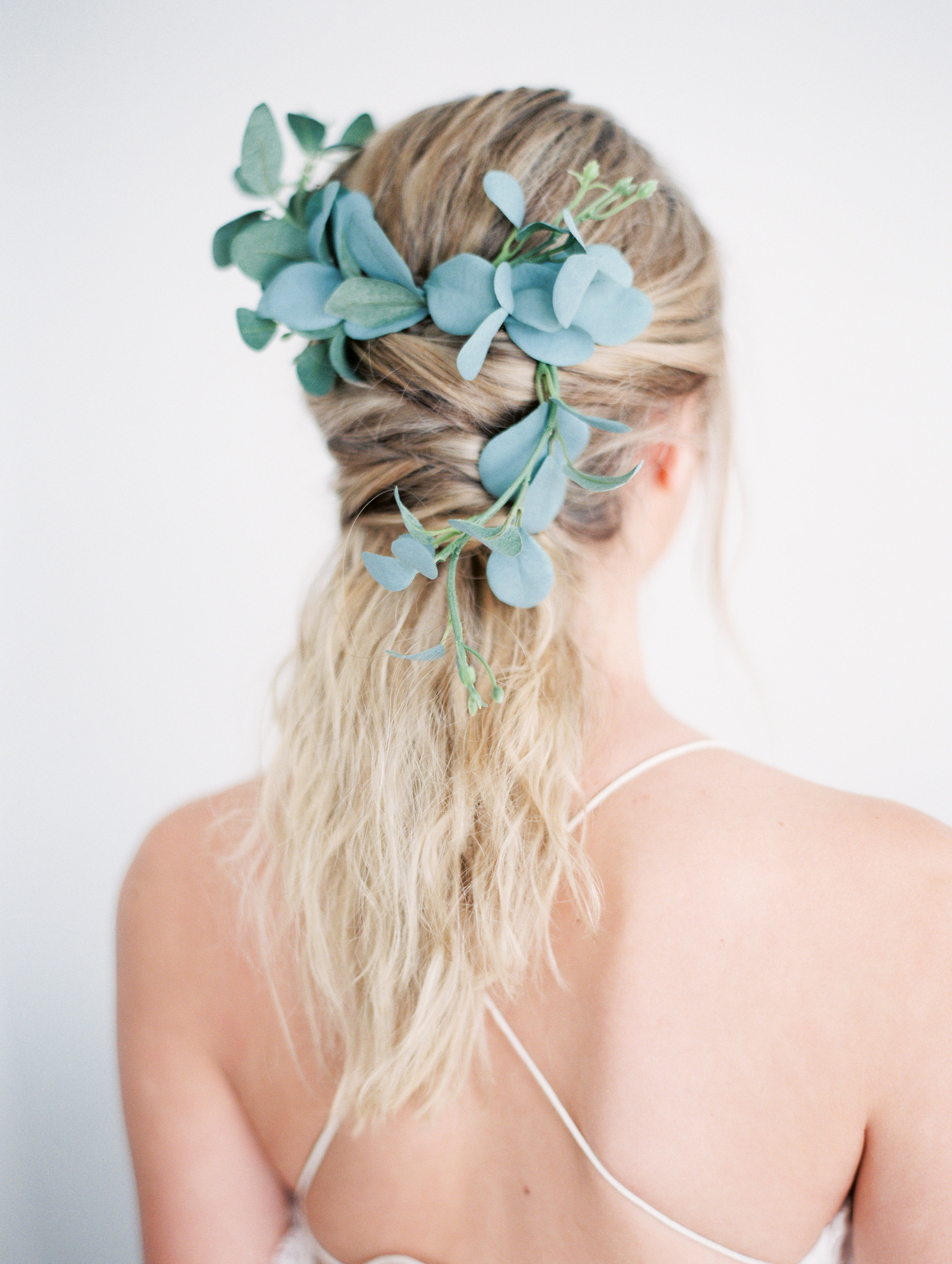 7 Romantic Floral Hairstyles for Brides-Bridal Inspiration-0010.jpg