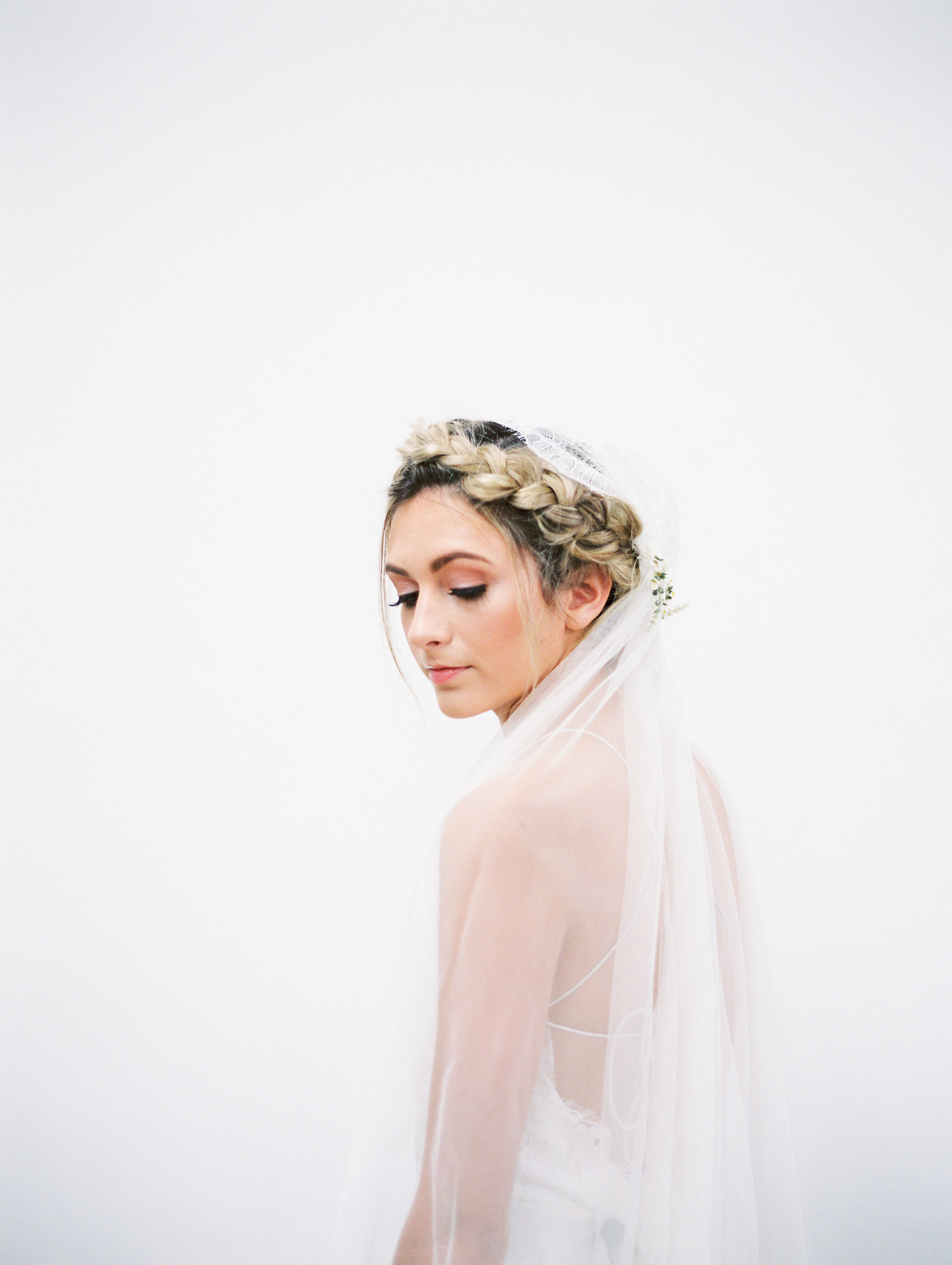 7 Romantic Floral Hairstyles for Brides-Bridal Inspiration-0104.jpg