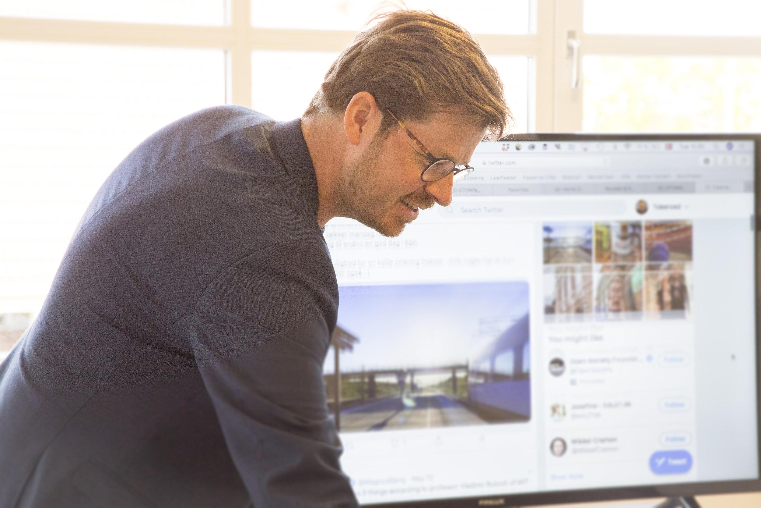 Udvikling og design - BRUG FOR ET NYT WEBSITE ELLER SKAL DU HAVE BYGGET EN PLATFORM? Vi hjælper dig med at udvikle nye digitale løsninger (fx. platform eller website), så de passer til dine og dine brugers behov. For os skal løsningerne være brugervenlige og overskuelige. Vi tester og sikrer at løsningerne fungerer, og at du/I efterfølgende kan håndtere det hele selv uden vores hjælp. Vi kan hjælpe dig uanset dit tekniske niveau.Se eksempler på opgaver her: KLIK HER