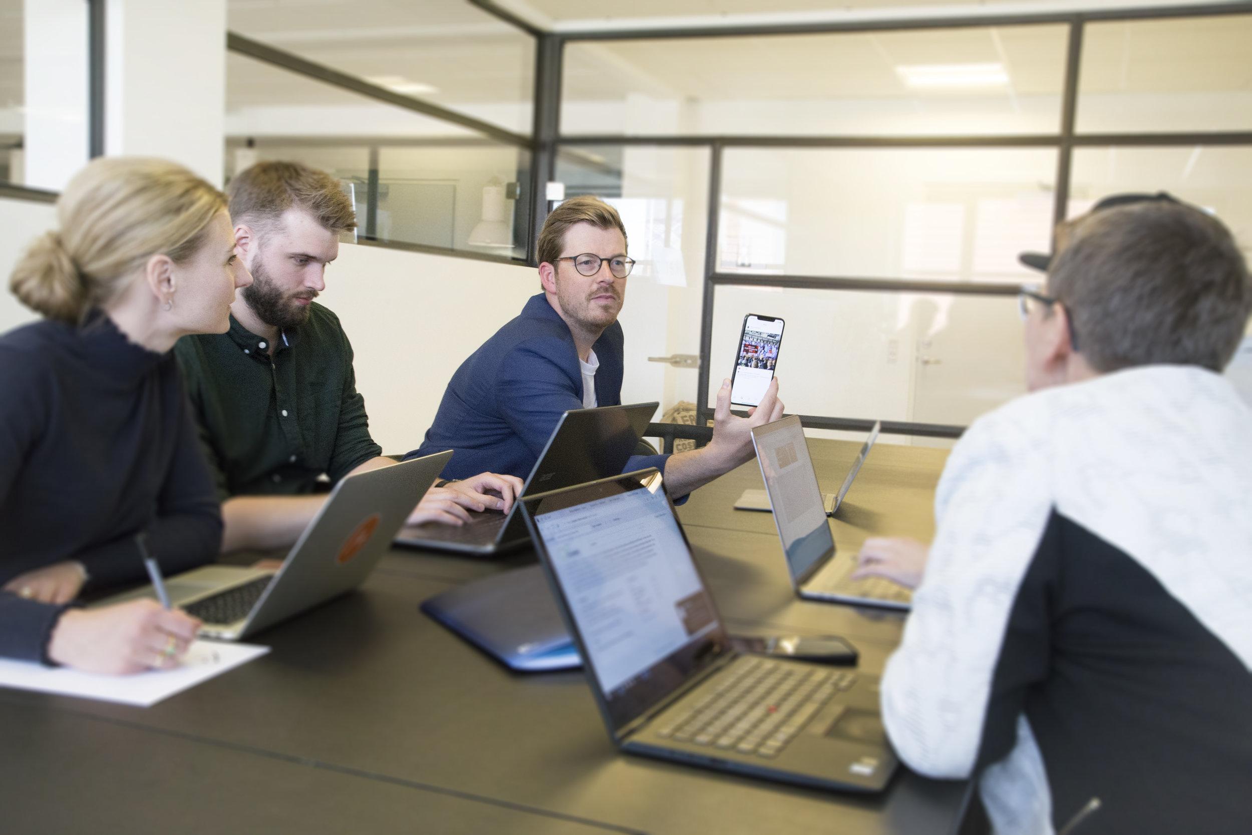 Digitalisering som en service - FORRETNINGSUDVIKLING EKSEKVERET IGENNEM DIGITALISERING - NÅR DU HAR BRUG FOR DET! Denne service giver dig mulighed for rådgivning, om digitale tiltag når det passer dig og din virksomhed. Vi hjælper med at kigger på forretningen og i samarbejde med jer udpeger vi, både højt- såvel som lavt hængende digitale frugter, som I med forretningsmæssig fordel kan plukke. Vi sørger for eksekveringen af helt konkrete digitale tiltag og hjælper i hele implementeringsfasen, så I kommer sikkert og succesfuldt frem til jeres digitale mål.Se eksempler på digitale tiltag: KLIK HER
