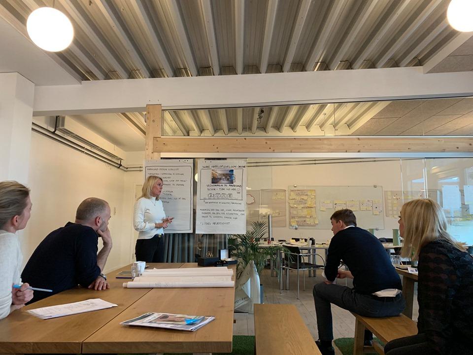 Èt års omsætning på 3 måneder - Når du sprinter, sætter du ikke kun skub i udviklingsprocesserne - Marklund Design satte også skub i den økonomiske fremgang, efter at de havde lavet ny, digital løsning, faciliteret af Tokerød Plus. Projektet Sprint:Digital drives af D2I i samarbejde med Dansk Design Center, og giver danske SMV´er mulighed for at sprinte nye, digitale løsninger.Læs om Marklund Designs oplevelse her: https://www.d2i.dk/designsprint-udloeste-et-helt-aars-omsaetning-paa-blot-tre-maaneder/