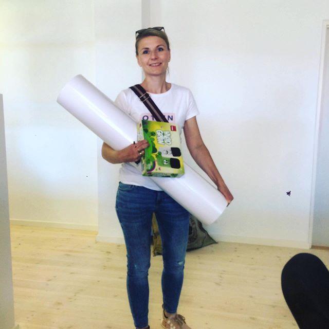 På kontoret går vi aldrig ned på papir #digitalduved 😉 - Og så er is vidst tiltrængt i dag☀️🍦GOD WEEKEND! #papirilangebaner #digital #digitalerådgivere #workshop #digitalisering