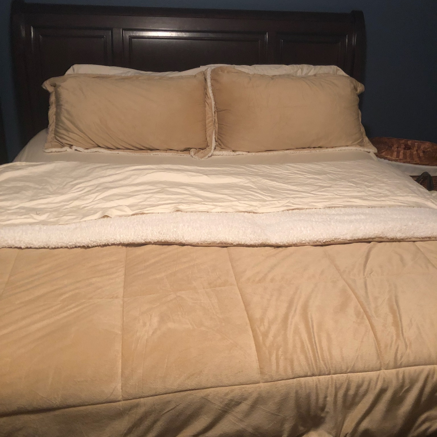 Sheets pictured here in 600-thread count, Ivory.