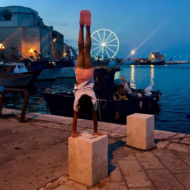 #handstand #traniitaly #summerwithgrandma2019  #passportready #europe #traveleurope #italy #handstandseveryday #weareinpuglia #puglia #strongarms #bari #gymnast #pieceofcake