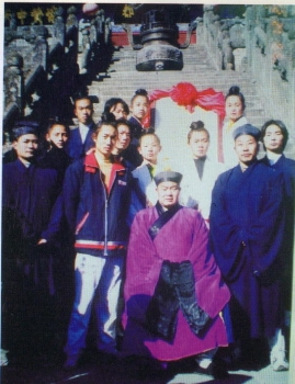 Master Wang Guang De 王光德 (center), Master Zhong Yun Long 钟云龙 (right)