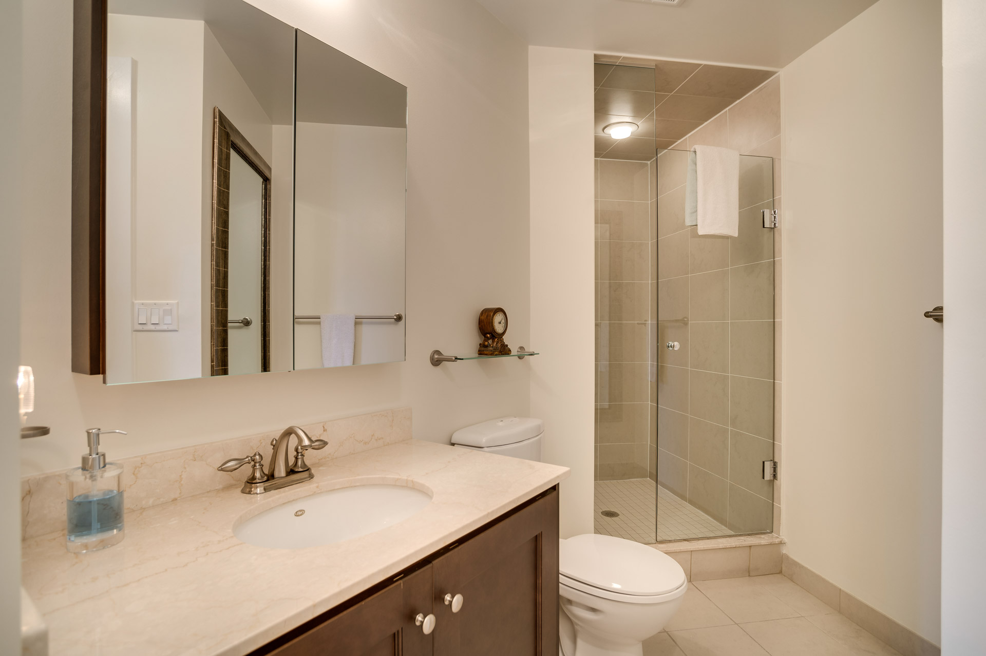 28_2ndbathroom1.jpg