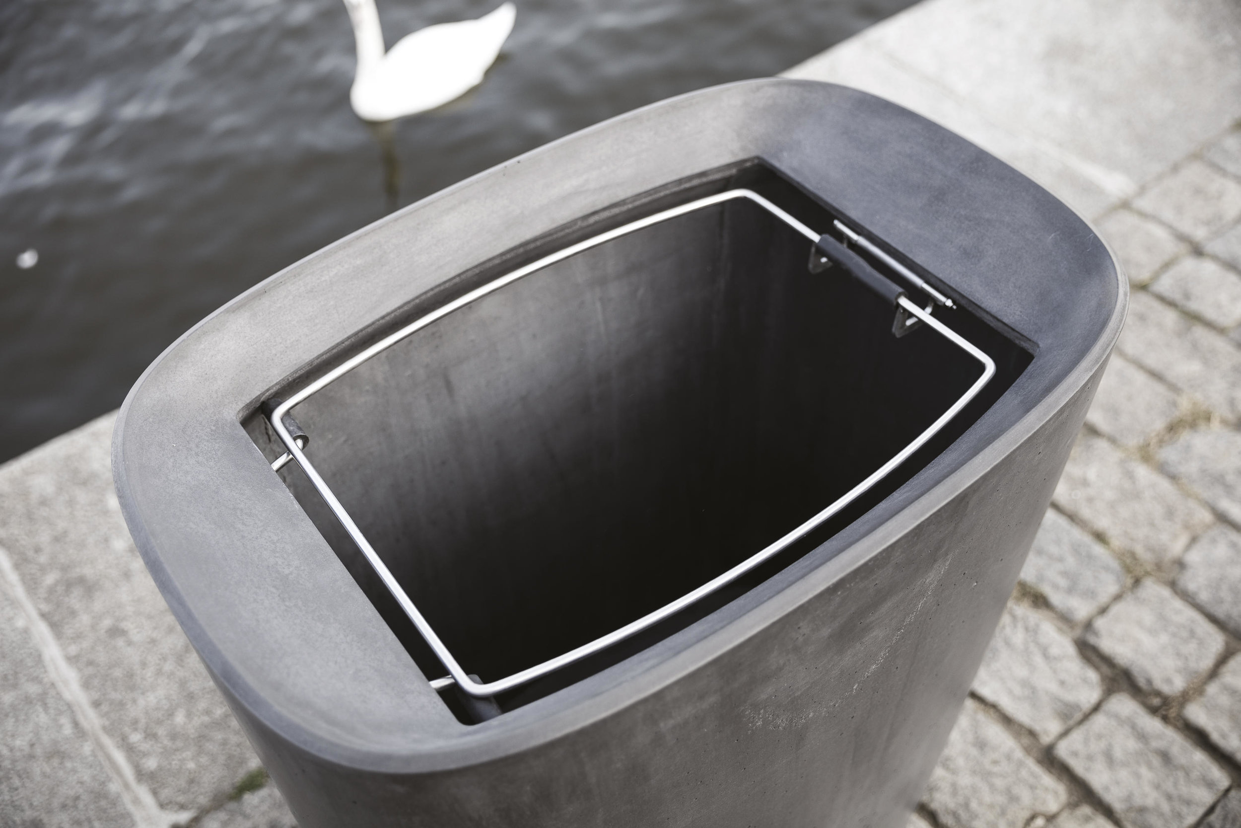 better-better-04-litter-bins-b.jpg