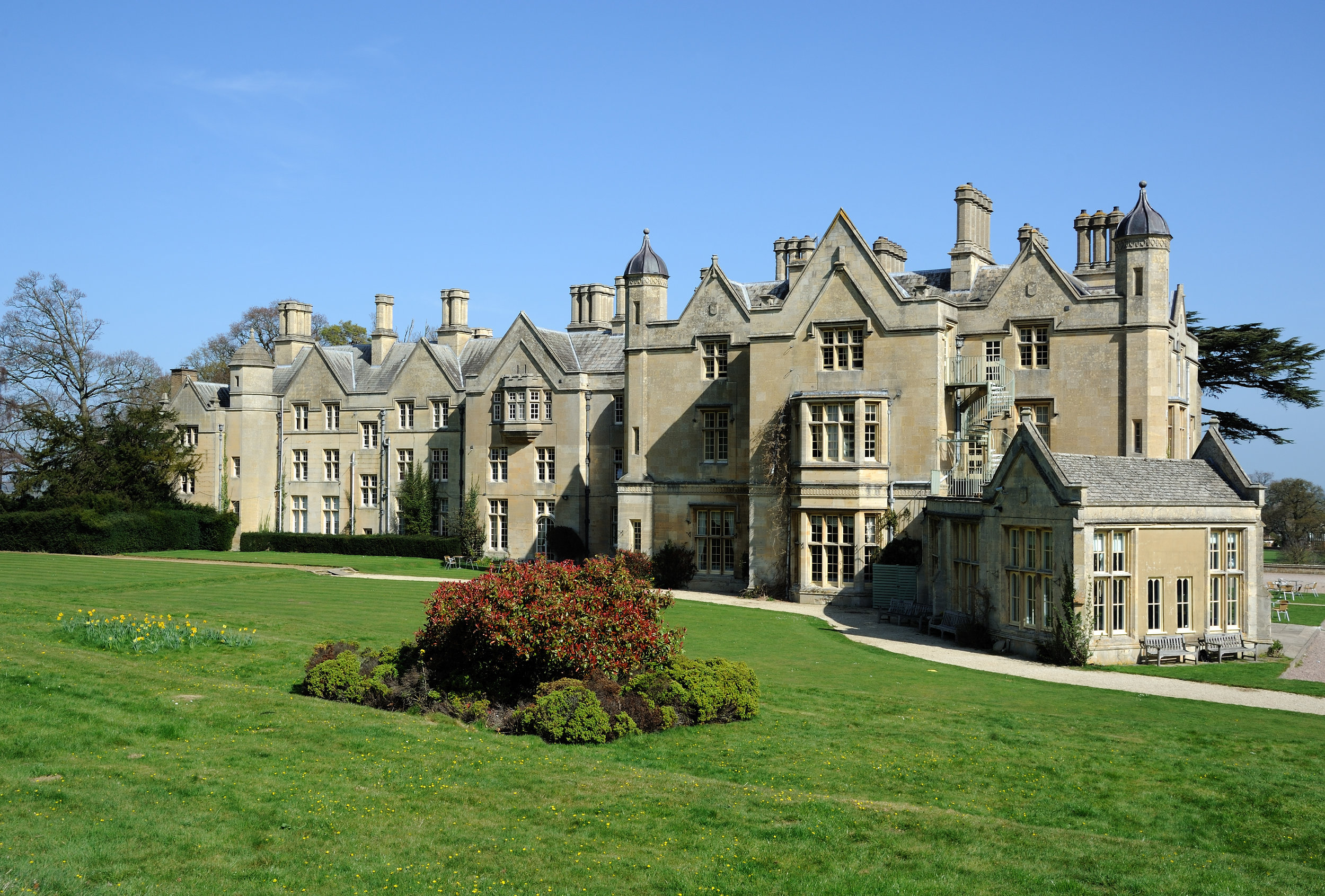 Dumbleton Hall - Dumbleton Hall is a traditional Cotswold Manor House, with a classical interior, and set in 19 acres of beautiful gardens - a gorgeous traditional wedding venue.www.dumbletonhall.co.ukDumbleton, Nr Evesham, Worcestershire, WR11 7TS