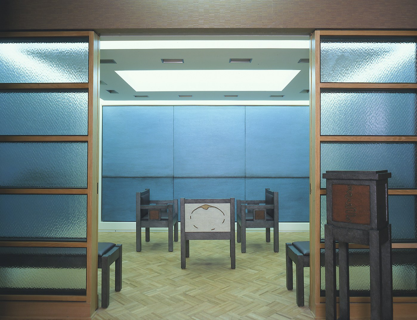Tobi%20Kahn_EMET_2002,%20Meditative%20Space%20Installation;%20Nine%20panels,%20acrylic%20on%20canvas%20over%20wood,%20three%20chairs,%20four%20benches%20and%20one%20bookstand,%20acrylic%20on%20wood.jpg