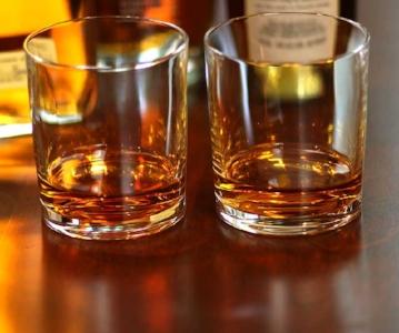 Bourbon-Whiskey-Glasses-web.jpg