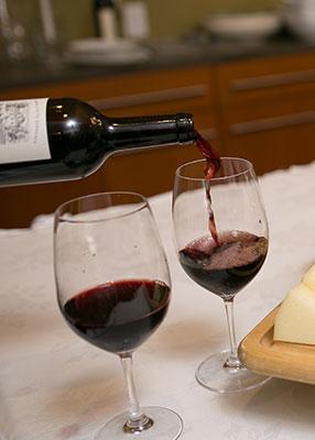 wine-pouring-v-web.jpg