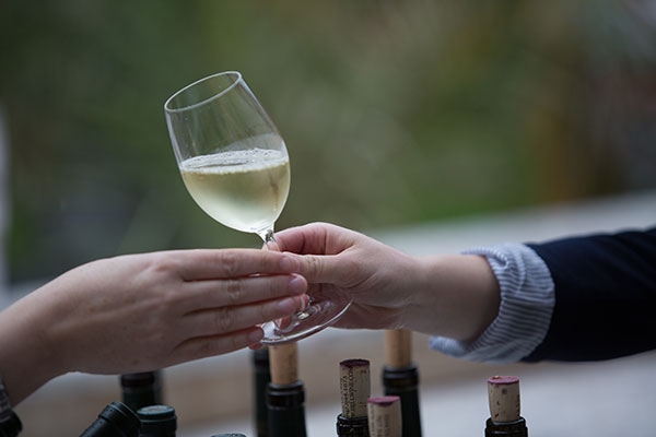 WineTasting-WhiteWine-web.jpg