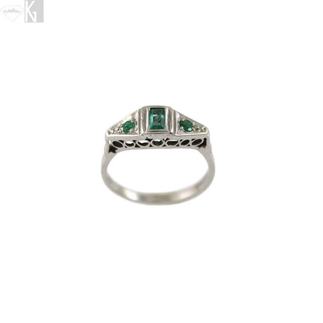 Vintage Natural Emerald ring set in 14k white gold. Part of our Estate Collection. Visit www.NativeAngelsJewelry.com DM or email NativeAngelsJewelry@gmail.com for info and ordering. 📷@angelinasmithery . . . #estatejewelry #emerald #14k #gold #gemstones #golden #stackingrings #sweet #delicate #vintage #vintageemerald #emeraldring #naturalemerald #ring #vintagering #kristinagracecollects #kristinagracedesigns #nativeangelsjewelry #estatecollection
