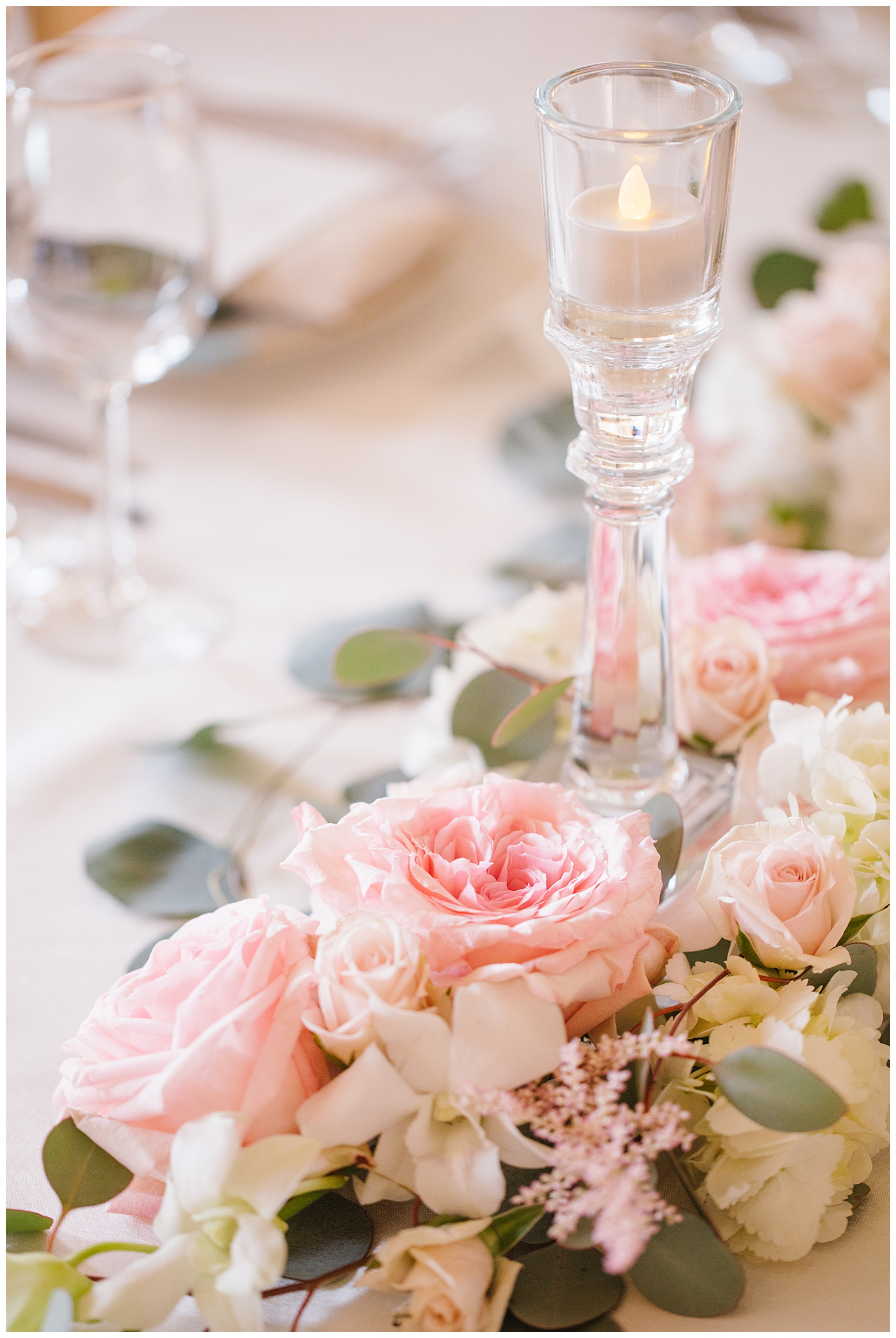 Stephen_Nathalie_Rosecliff_Mansion_Wedding_019.jpeg