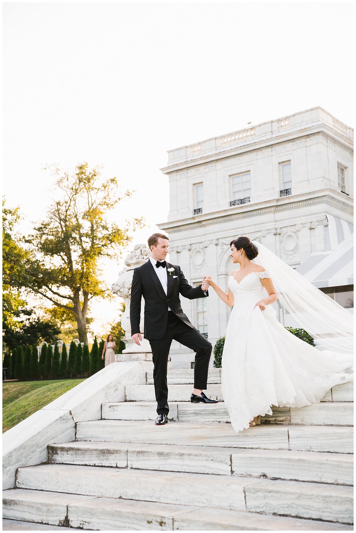 Stephen_Nathalie_Rosecliff_Mansion_Wedding_020.jpeg