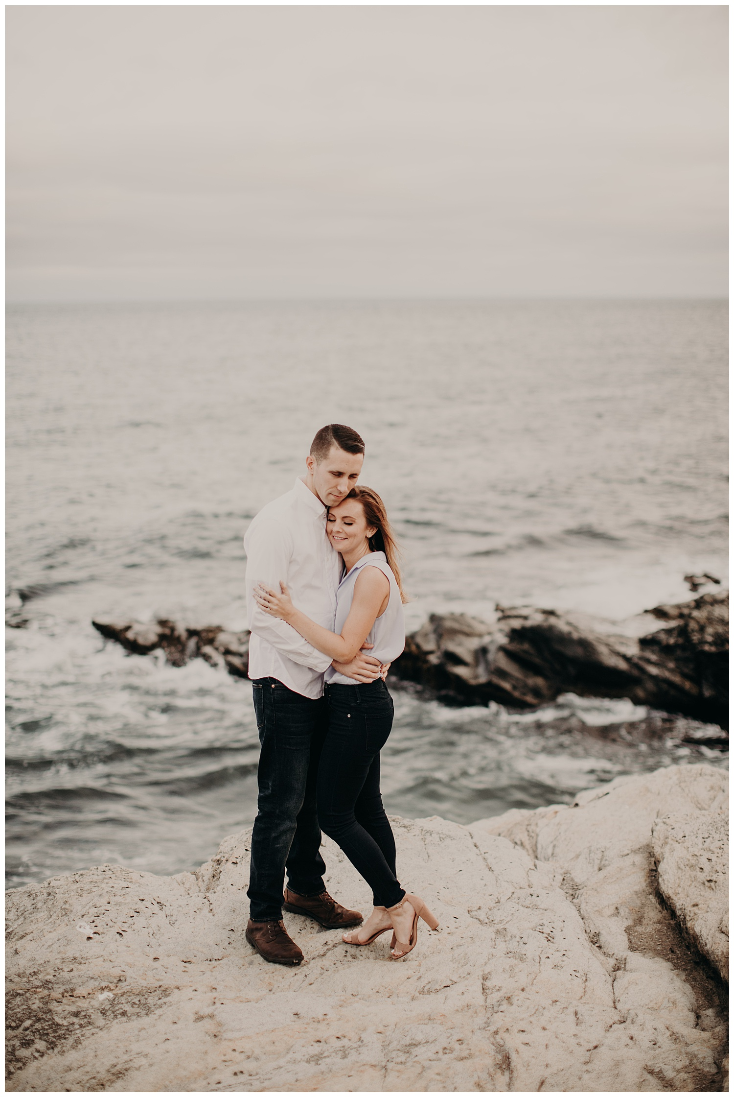 Dan_Sunni_Beavertail_Point_Engagement_Session_009.jpeg