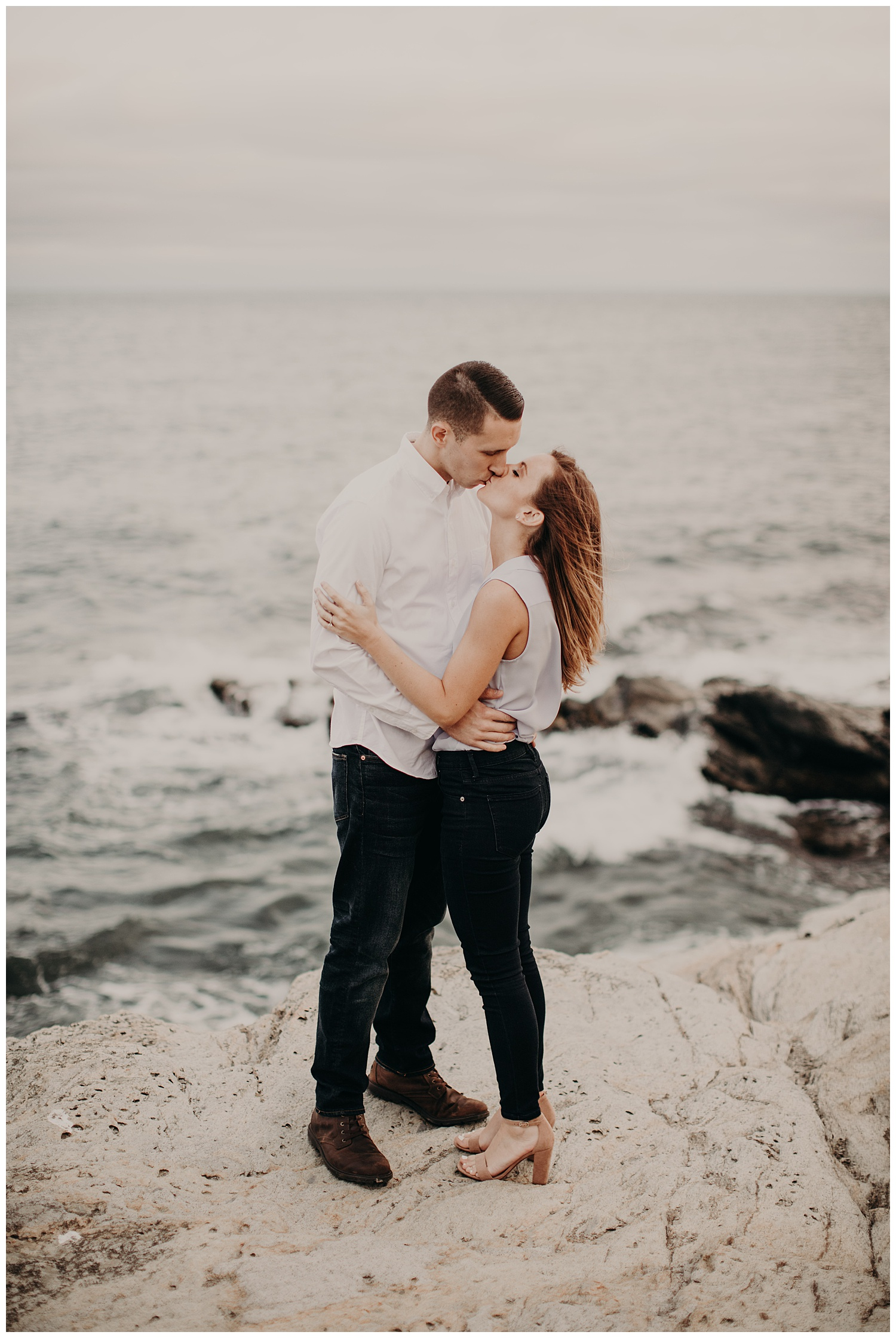 Dan_Sunni_Beavertail_Point_Engagement_Session_010.jpeg