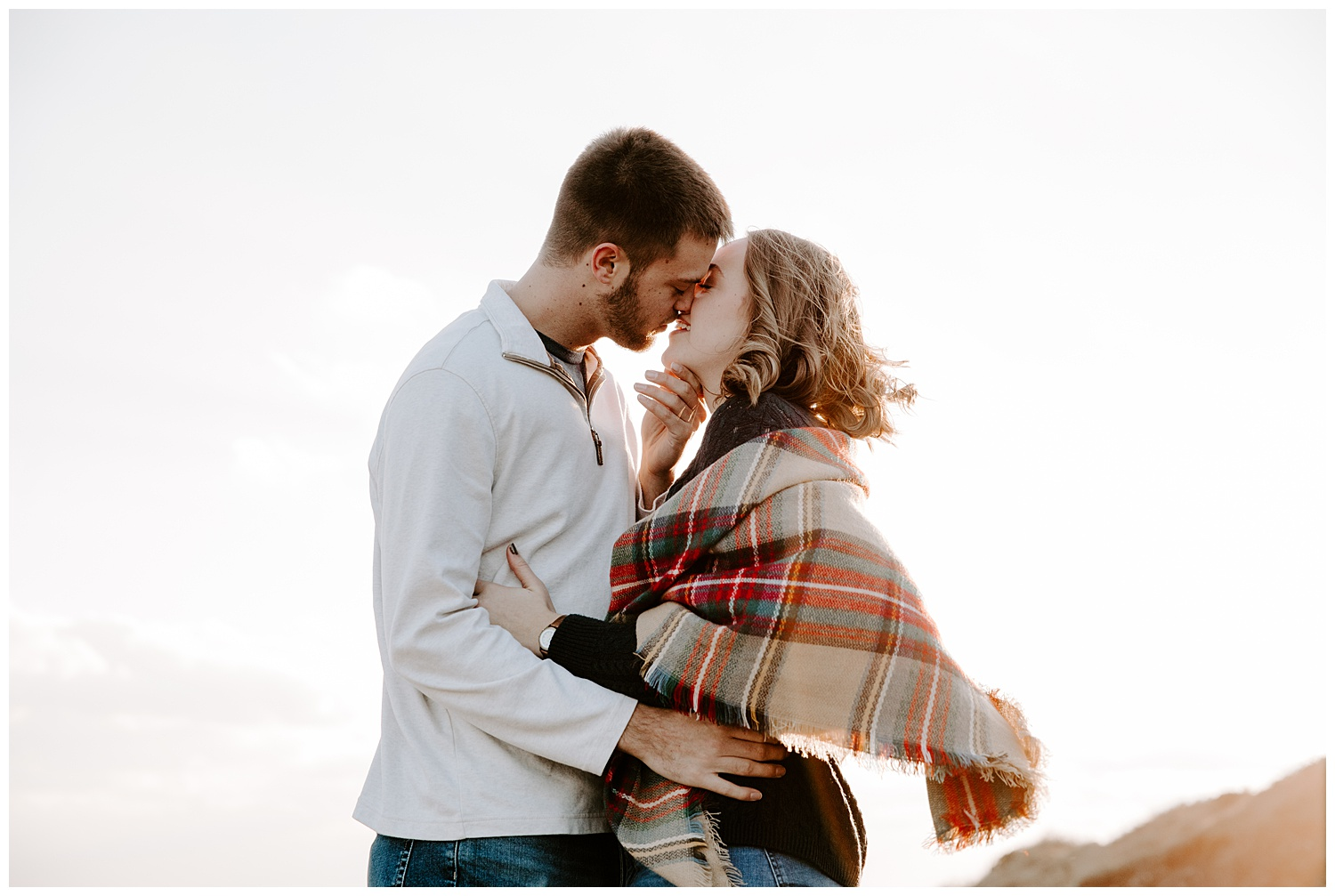 jay_kalyn_beavertail_beach_winter_engagement_session_jamestown_rhode_island04.jpg