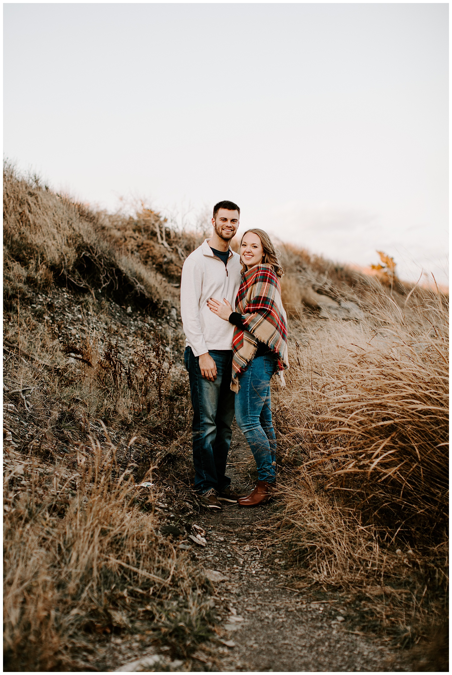 jay_kalyn_beavertail_beach_winter_engagement_session_jamestown_rhode_island08.jpg