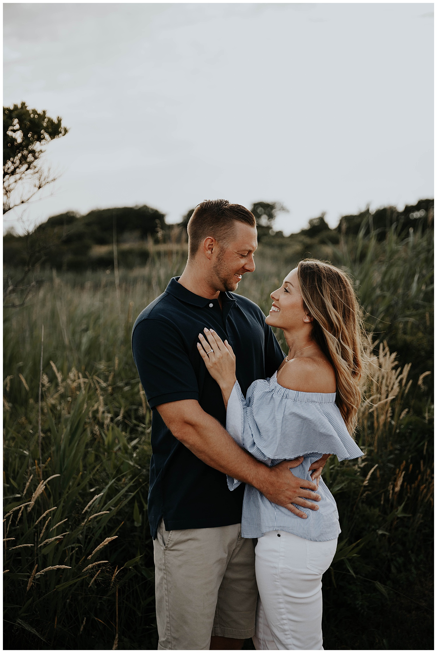 tim-katie-nautical-beach-engagement-session-beavertail-newport-rhode-island01.jpg