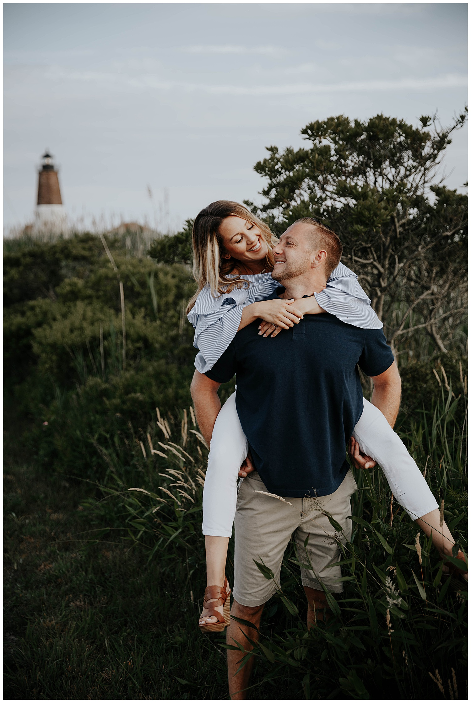 tim-katie-nautical-beach-engagement-session-beavertail-newport-rhode-island04.jpg