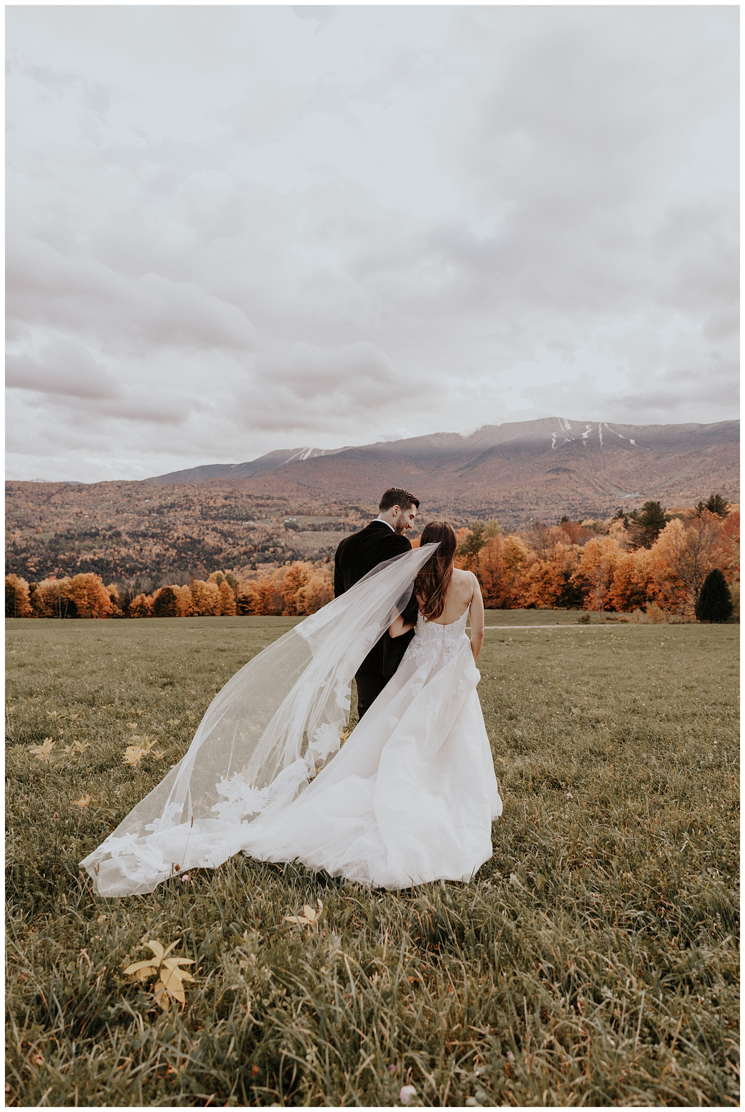 mike-mel-rural-autumn-fall-modern-wedding-mad-river-barn-waitsfield-vermont31.jpg