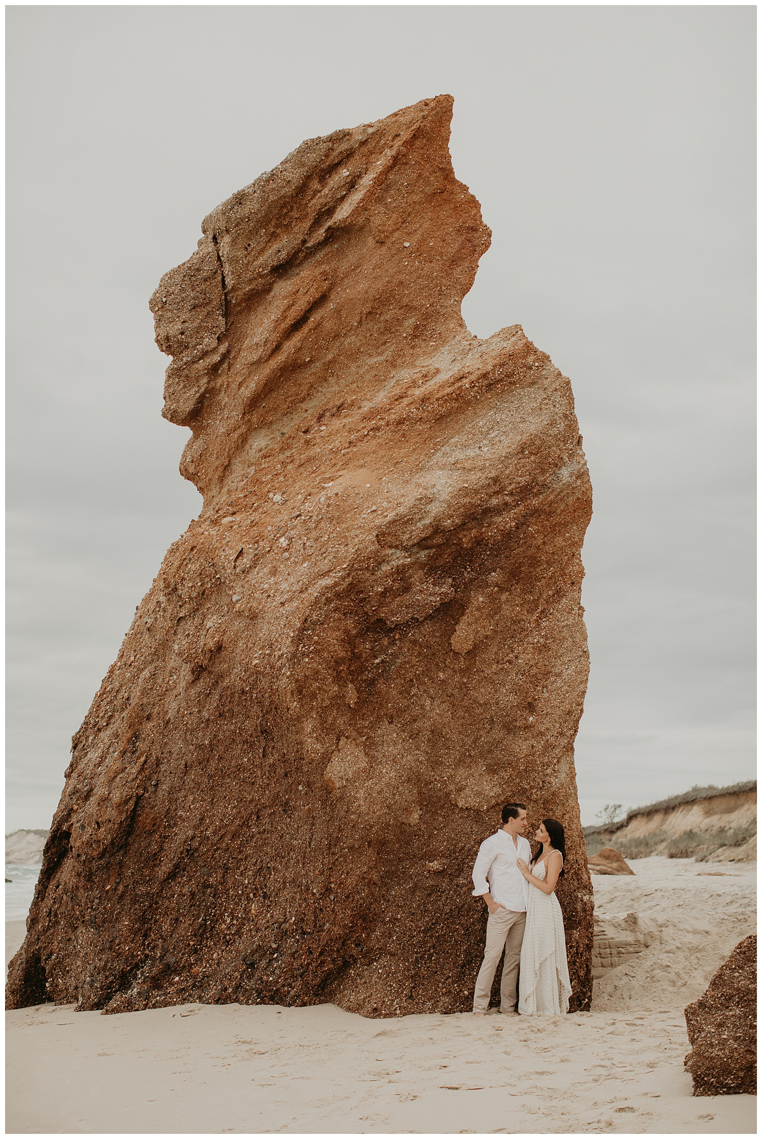 tim-olivia-beach-boho-engagement-session-marthas-vineyard-massachusetts04.jpg