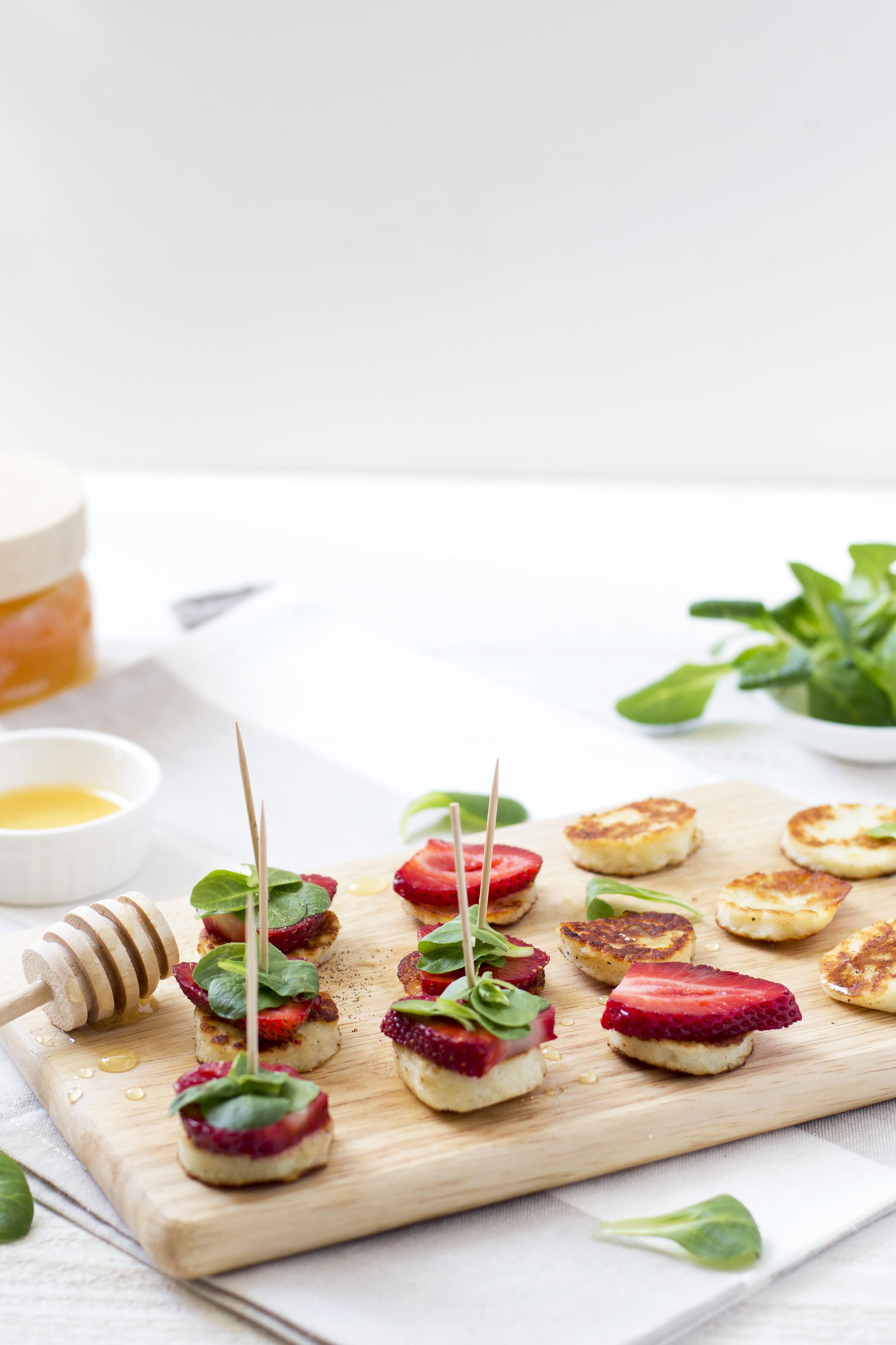 Nordic Honey_Grillitud halloumi juustu suupisted mee ja maasikatega