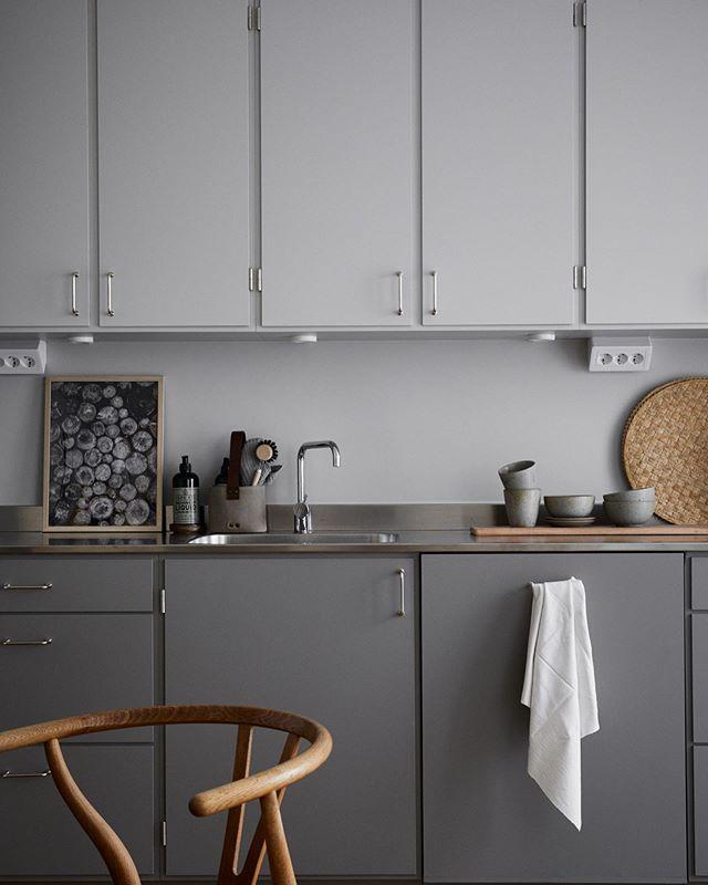 Beautiful funkis style kitchen. Styling by @evenstevenagenturer for @historiskahem ✨