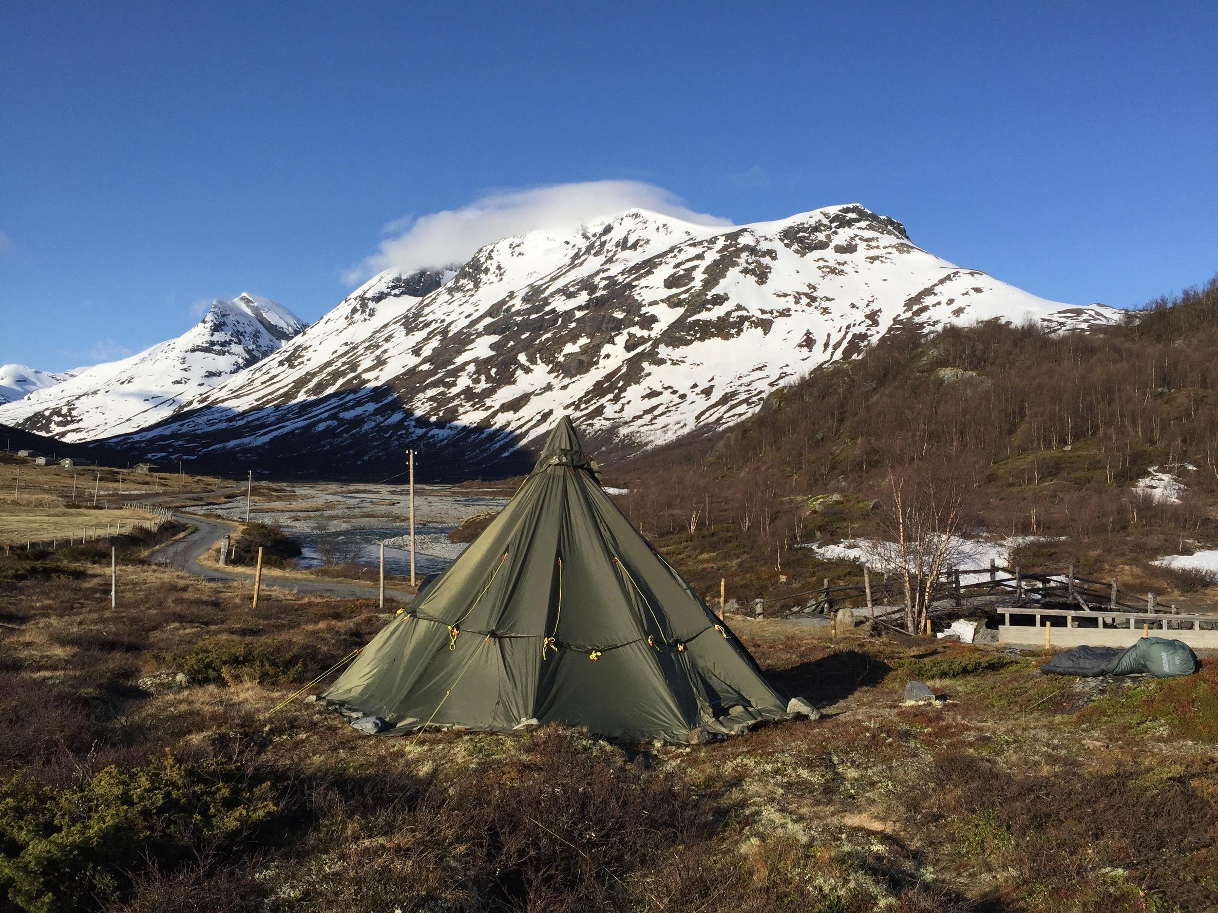 vi har funnet en fin teltplass inne i Leirdalen, med utsikt mot Loftet.