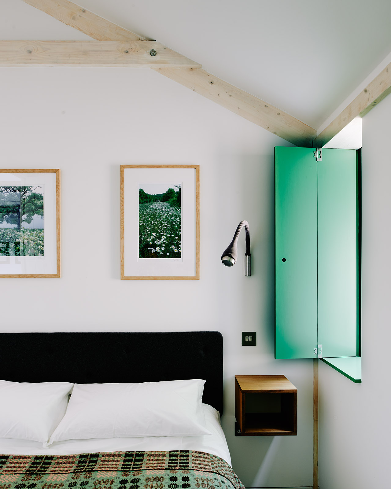 Green kingsize bedroom