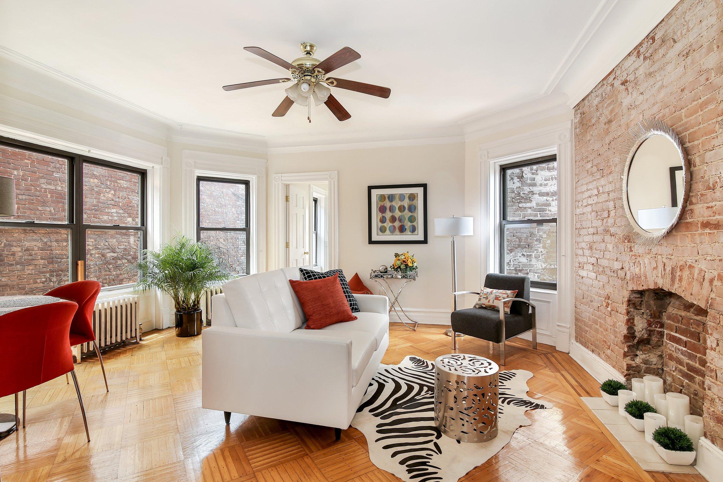 184 Clinton Ave Living room.jpg